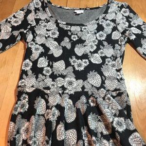 LuLaRoe Nicole in a great black n white pattern.